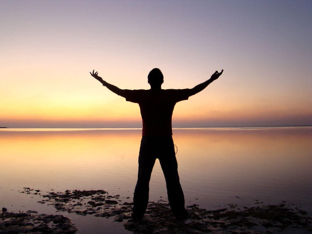 hand-man-beach-sea-water-ocean-horizon-silhouette-person-light-sky-sun-sunrise-sunset-sunlight-morning-dawn-dusk-evening-reflection-seashore-995626.jpg