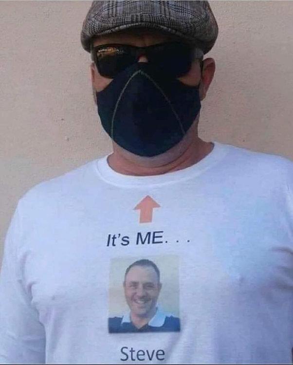 На изображении может находиться: 1 человек, солнечные очки, текст «It's It'sME... ME.. Steve»